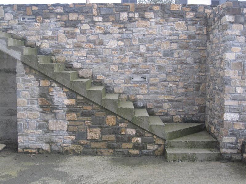 Gallery costruzioni ristrutturazioni edili mattoni for Scala in cemento armato a vista